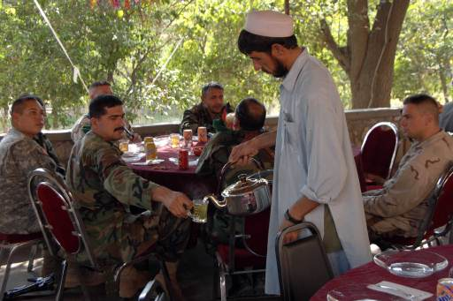 Afghan_soldier_tea